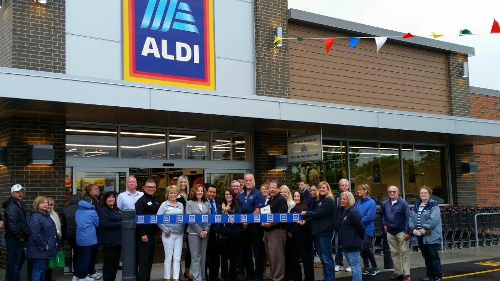 19-0620 ALDI ribbon cutting
